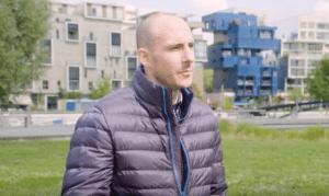 Yann devant le centre Pompidou lyonnais ??