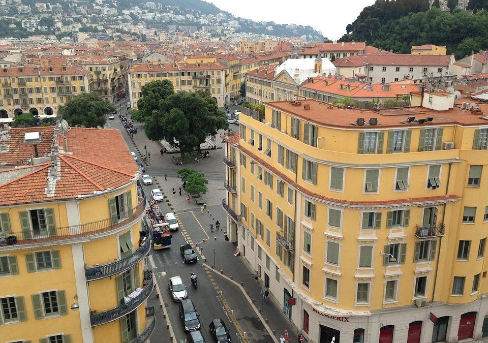 L'immobilier vient de clore une nouvelle année record en France- mais plusieurs indicateurs laissent présager qu'on a atteint un plafond